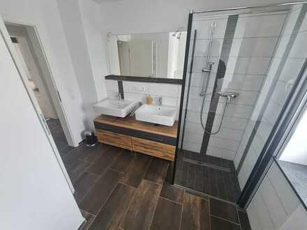 1.OG, 4 Zimmer-Wohnung mit Stellplatz, separatem WC und hochwertiger Ausstattung; ruhiges Wohngebiet