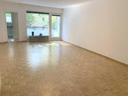 Bitte nur per Email : 1 Zimmer Singlewohnung mit Küche, Bad und großem Balkon in ruhigem Haus
