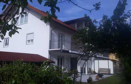 Schönes, geräumiges Haus mit sechs Zimmern in München (Kreis), Brunnthal