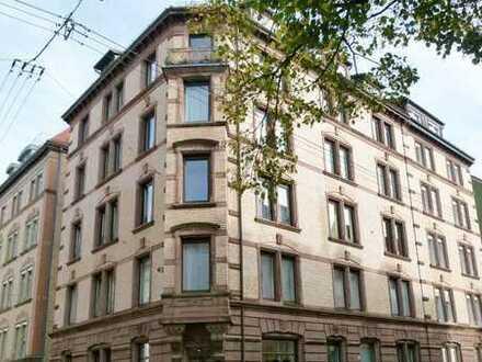 Renovierungsbedürftige Dachgeschosswohnung inkl. ausbaufähiger Bühne in sehr beliebter Wohnlage
