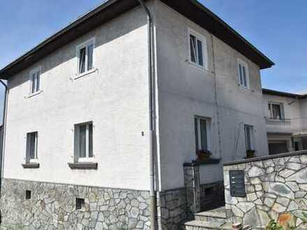 SCHÖNER ALTBAU ohne Garten, ca. 150 qm. zzgl. Balkon und Nutzfläche - Erstbezug nach Sanierung.