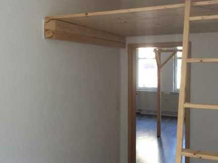 Gepflegte Hochparterre-Wohnung mit zwei Zimmern und EBK in Ilmenau