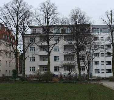 Großzügige 2-Zi.-Wohnung im Westend mit herrlichem Blick auf den grünen Fürstenplatz