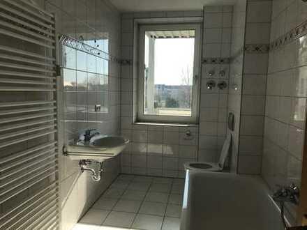 Großzügige 2-Raum mit Balkon und auf Wunsch auch Einbauküche zu vermieten !