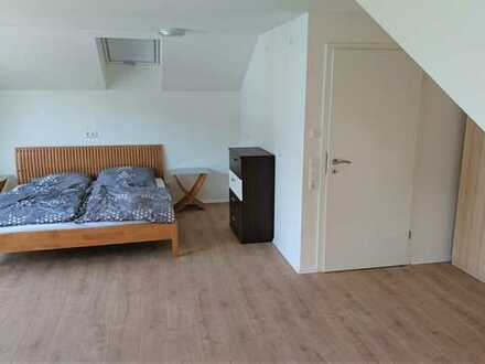 2 Zimmer in 8er WG frei; Voll möbliert; Großes WZ, EZ, Küche