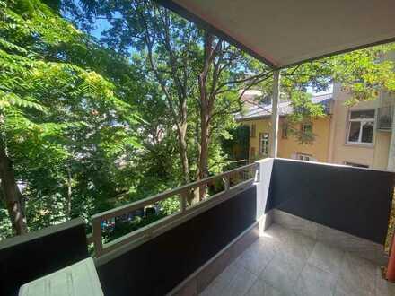 Saniert und renoviert- Helle, schicke 4 bis 5-Z-Wohnung, EBK-2 Balkone-ruhige Nordend/ Citylage