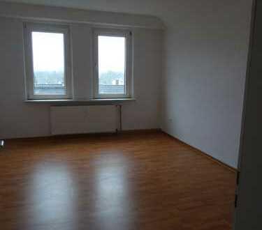 Viel Platz in renovierter, heller 100 m² großer 4-Zi.-Whg. in gepflegtem Wohnhaus in Bo.-Langendreer