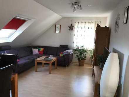 Gepflegte Dachgeschosswohnung mit drei Zimmern und Einbauküche in Egelsbach