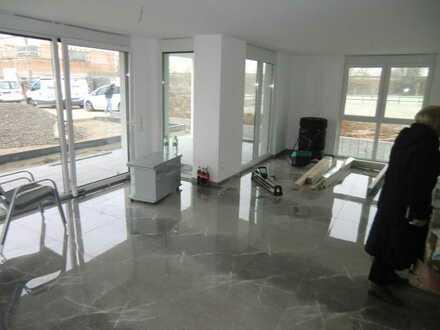 Ortsrandlage- exklusive 4,5 Zimmer Wohnung im EG mit Südwestterrasse , Fußbodenheizung