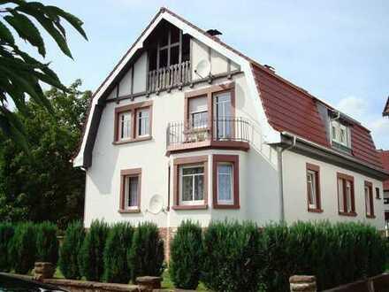 Schöne und charmant modernisierte Altbauwohnung
