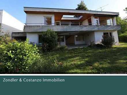 Attraktiver Bungalow mit 326qm Wfl. und 919qm GrSt. * gefragte Lage in Herrenberg!