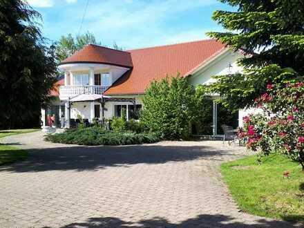 GEWERBE+WOHNEN: Schönes, wertvolles Grundstück mit großem Wohnhaus & Gewerberäumen