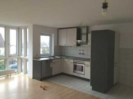 Geräumige helle 3 Zimmer Wohnung mit Terrasse, Keller und optional 2 TG Stellplätzen