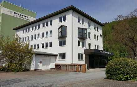 Vielseitig nutzbares Bürogebäude in Bad Berneck. Jährl. Mieteinnahmen: ca. 22.450,00 € Netto