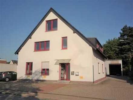 Eine Immobilie-viele Möglichkeiten. Bürohaus mit Lagerhalle in Oberhausen-Schwarze Heide