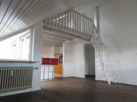 Gepflegte 2,5-Zimmer-Dachgeschosswohnung mit Balkon und Einbauküche in Unterensingen