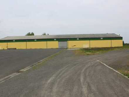 Gewerbefläche mit Lagerhallen zu verkaufen