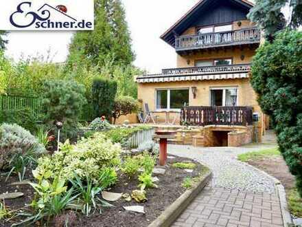Perfekt nutzbar! Super geräumig! Vielseitiges Zweifamilienhaus in Bischofsheim