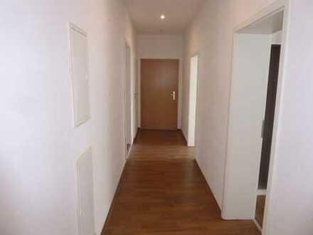 Großzügig geschnittene 5-Zimmer-Wohnung in Heppens zu vermieten!