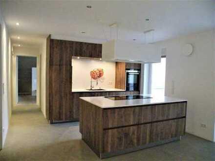 Alles außer gewöhnlich: Exklusiv ausgestattete 3-Zimmer-Wohnung, ca. 137 m², 2. OG, Aufzug, TG