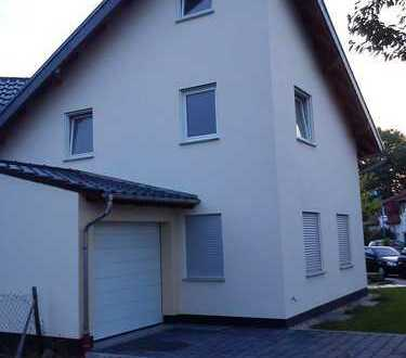 """Moderne DHH in ruhiger Nebenstraße im """"Schänzchen II"""" Hochheim am Main"""