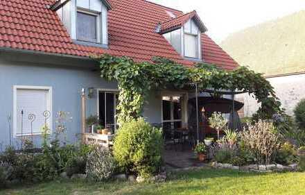 Niedrigenergiehaus-gepflegtes EFH, Top-Gartenanlagen u. Terrassen, Garagen u. Carport