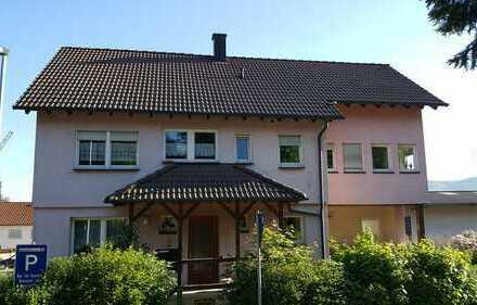 Schöne 2,5 Zimmer Wohnung mit großer Terrasse teilmöbliert