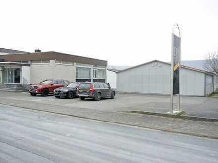 Gepflegte Hallenflächen mit Bürogebäude