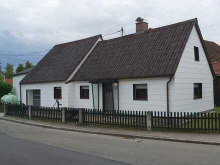 Grundsaniertes kleines Haus mit Garten im Donau-Ries (Kreis), Niederschönenfeld