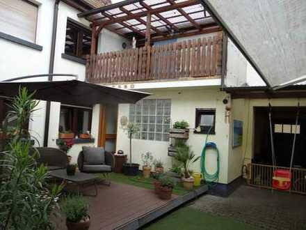 Großes Einfamilienhaus mit Nebengebäuden für Hobbys oder ruhiges Gewerbe