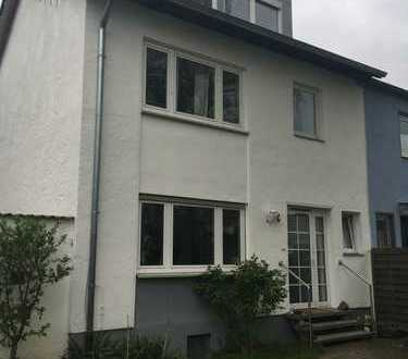 Familienfreundliche Doppelhaushälfte mit großem Garten im Kölner Süden zu vermieten