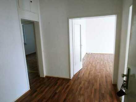 Großzügige 2,5 Zimmer-Wohnung in zentraler Lage! ( Renoviert )