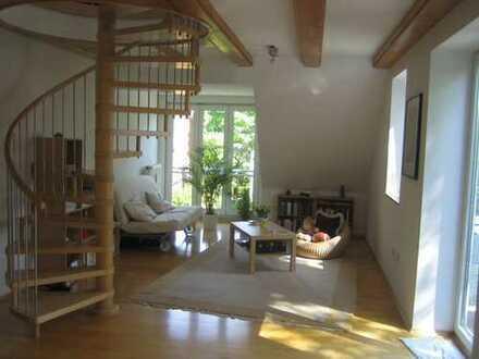 Ansprechende 2-Zimmer-Maisonette-Wohnung mit Einbauküche und Balkon in Niendorf, Hamburg