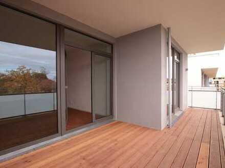 Schöne Neubau-Wohnung mit großem Balkon