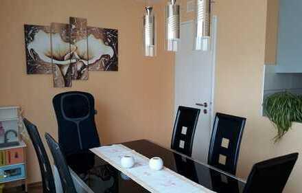VON PRIVAT! Helle 3,5-Zimmer-Wohnung mit Balkon, Stellplatz und Garage
