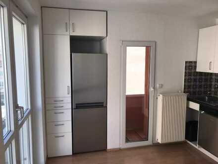 schöne 3 Zimmer Wohnung zentral auch WG geeignet