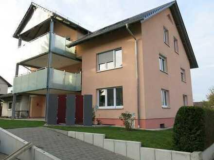 Lichtdurchflutete, ruhige 106 m² Dachwohnung, 3-Zi., Bad + 46 m² Wohnessber. + gr. Balkon
