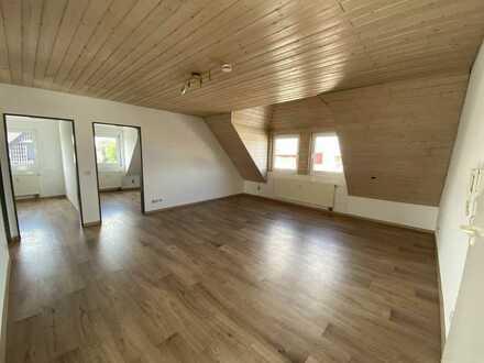 Vollständig renovierte 3 Zi .- DG-Wohnung in Groß-Gerau Stadtmitte
