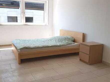+ WOHNGEMEINSCHAFT + Frisch renoviertes, möbliertes 28qm Zimmer