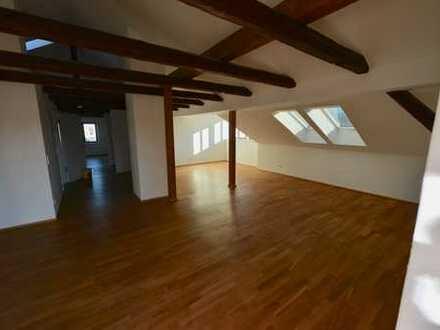 Sonnige und sehr geräumige Drei-Raum-Wohnung mit Balkon, Kreischa