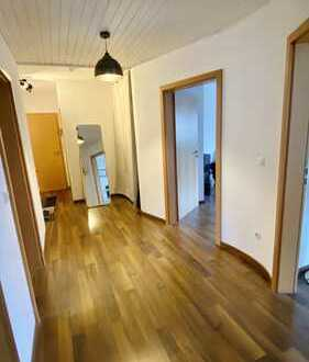 Zentrale 3-Zimmer-Wohnung mit Küche, Keller und Stellplatz in einem Haus mit wenig Einheiten