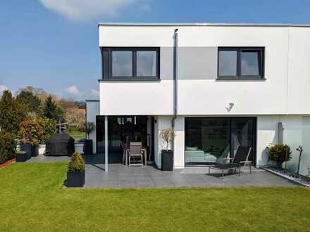 Neuwertige Doppelhaushälfte in Südrandlage mit 5 Zimmern (teilmöbliert) in Hochdorf, Eberdingen