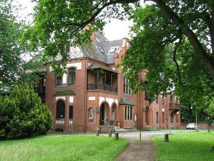 Stilvoll Wohnen in einer Villa mitten im Knoops Park!