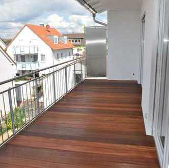 Helle 4 Zimmerwohnung mit bodentiefen Fenstern & Laminat