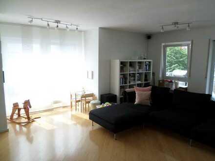 Schöne helle 4-Zimmer-Wohnung mit traumhaftem Balkon in Süd-West-Lage