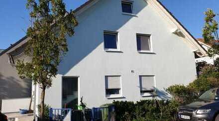 Interessante Doppelhaushälfte als 2-FH zzgl. Dachapp. u. ELW in guter Neubaulage
