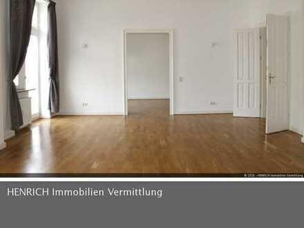 Großzügige Altbau Wohnung mit EBK, Aufzug und PKW-Stellplatz im Herzen von Wiesbaden