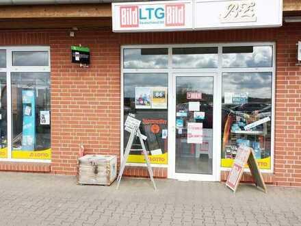 Attraktiver Lotto-Toto-Laden mit großer Schaufensterfront