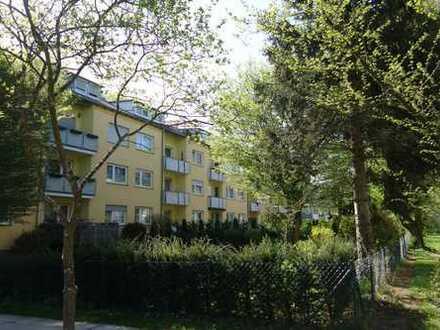 Erstbezug nach Sanierung! Stylische 2-Zi-Wohnung mit Balkon im Grünen