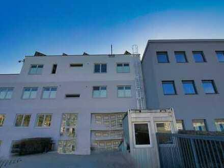 Büroimmobilie mit Betriebswohnungen und Werkstatt in idealer Lage von Freimann